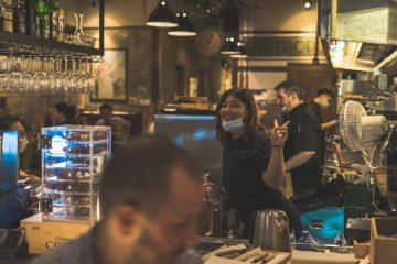 employés restaurant de bonne humeur